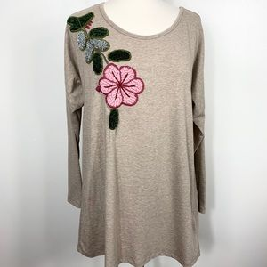 {Soft Surroundings} Embroidered Hibiscus Tunic Top